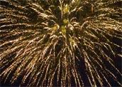 Feuerwerk in Gold